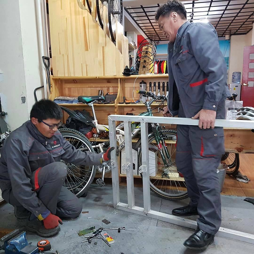 Newall fixing his cart