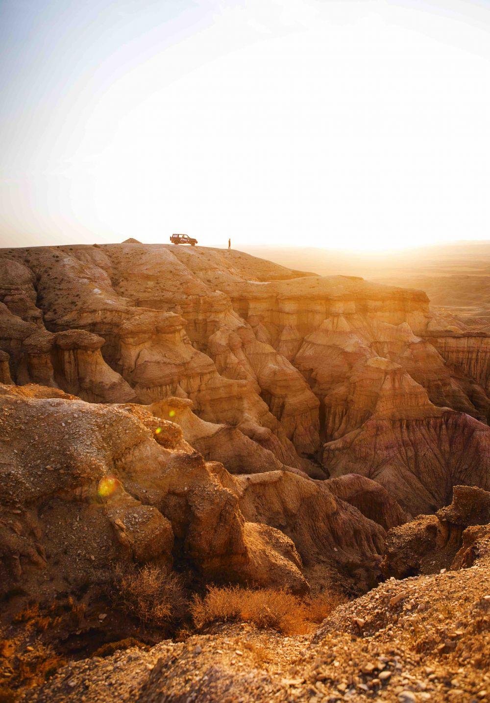 Liqui Moly Extreme Mongolia 4x4 roadtrip travel journey to white stupa tsaagan suvarga in Gobi desert