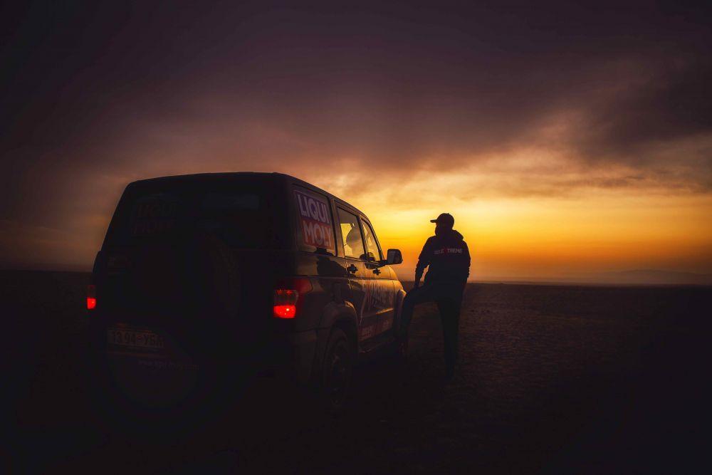 Liqui Moly Extreme Mongolia 4x4 roadtrip jeep tour Gobi desert sunset