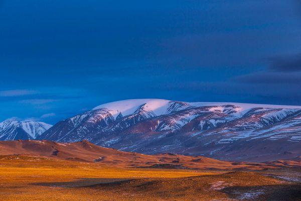 Sutai Mountain