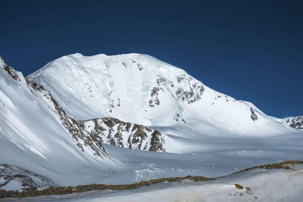 Khuiten Peak Mountain