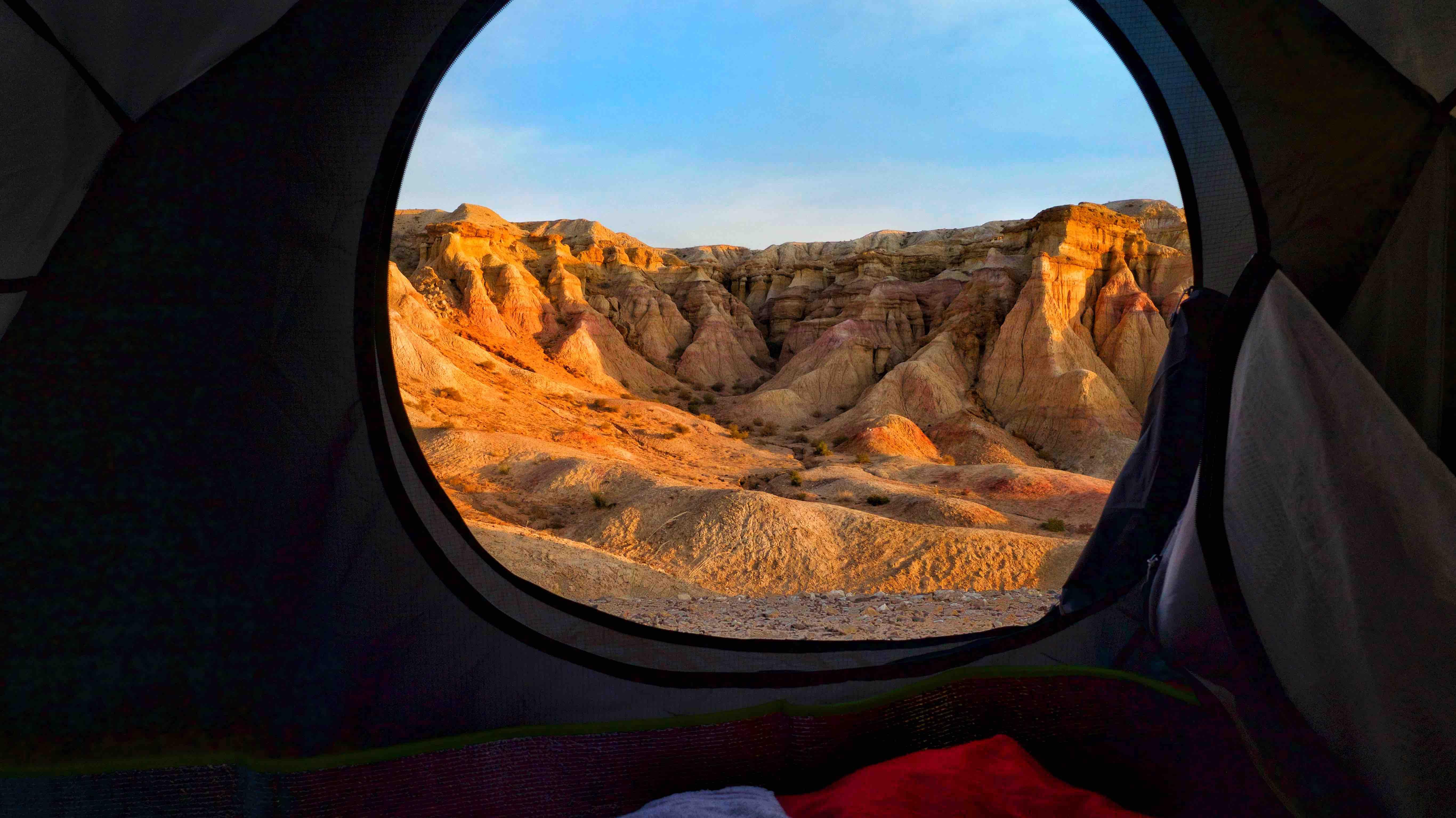 Bayanzac Flaming Cliffs camping